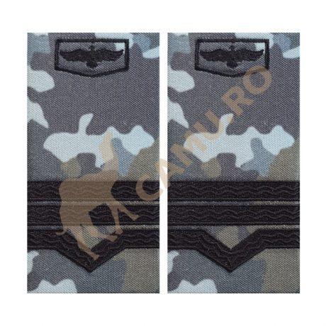 GRADE MAISTRI MILITARI AVIATIE COMBAT - CLASA III  Grade Militare Combat AVIATIE de vânzare   Grade Ofiteri Aviatie   Grade Subofiteri Aviatie   Grade Maistri Militari Aviatie   Embleme Aviație MAPN   Petlițe Aviație   Ecusoane Aviație   Nominale și alte însemne distinctive pentru uniforma Aviației Române MAPN Combat/Ripstop. *Conforme cu legislația în vigoare.